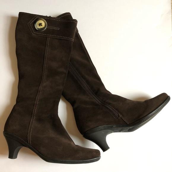La CANADIENNE Shoes - La CANADIENNE brown suede kitten heel boots/9